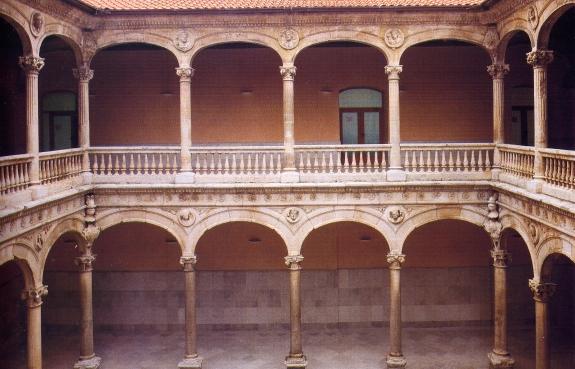 A10 Patio Del Palacio De Los Duenas Medina Del Campo Valla E